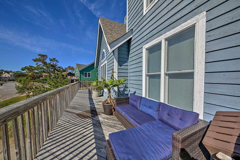 ¡Disfruta de las vistas desde la gran terraza en este alquiler de vacaciones en Nags Head!