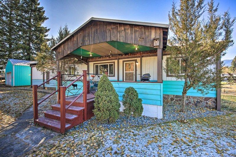 NEW! Riverfront Retreat in Trout Creek Montana!, alquiler de vacaciones en Trout Creek