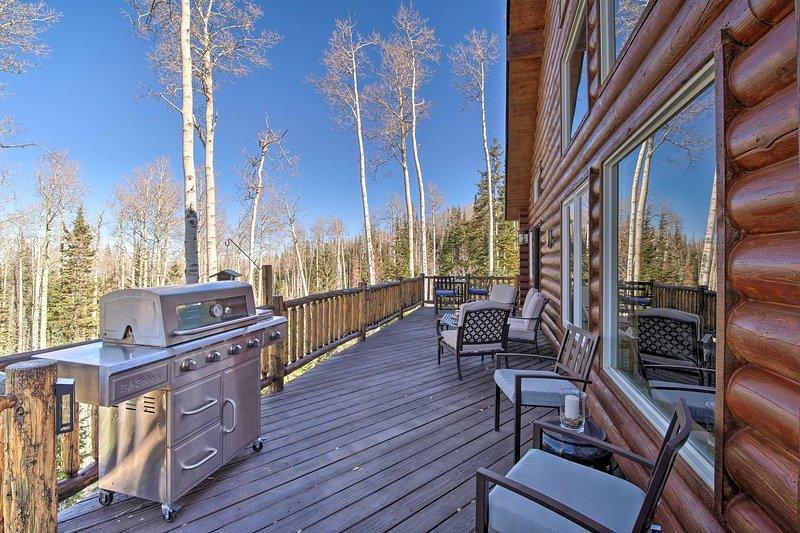 La propiedad cuenta con más de 3,000 pies cuadrados de espacio habitable.