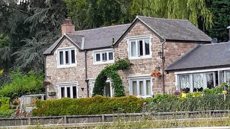 Eastfield - Suite in Old stone cottage, vacation rental in Kerne Bridge