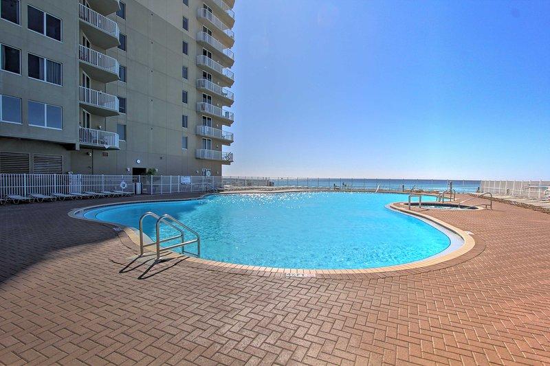 ¡En el Tidewater Beach Resort de 5 estrellas, disfruta del acceso a piscinas y jacuzzis!