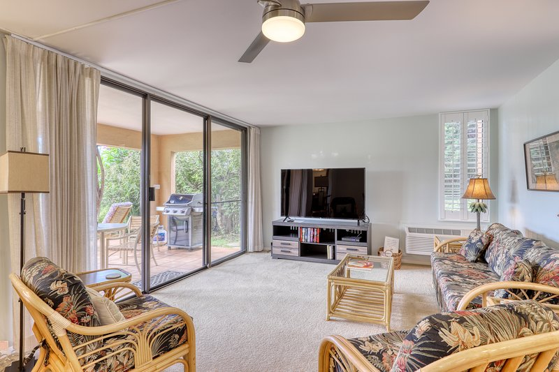 Condo w/ ocean view, private location, 1 min walk to beach and beachfront pool!, vacation rental in Kihei