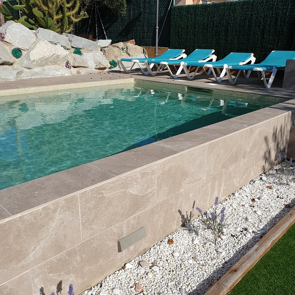 Villa Tania - Barcelona & Girona, Costa Brava, location de vacances à Tordera