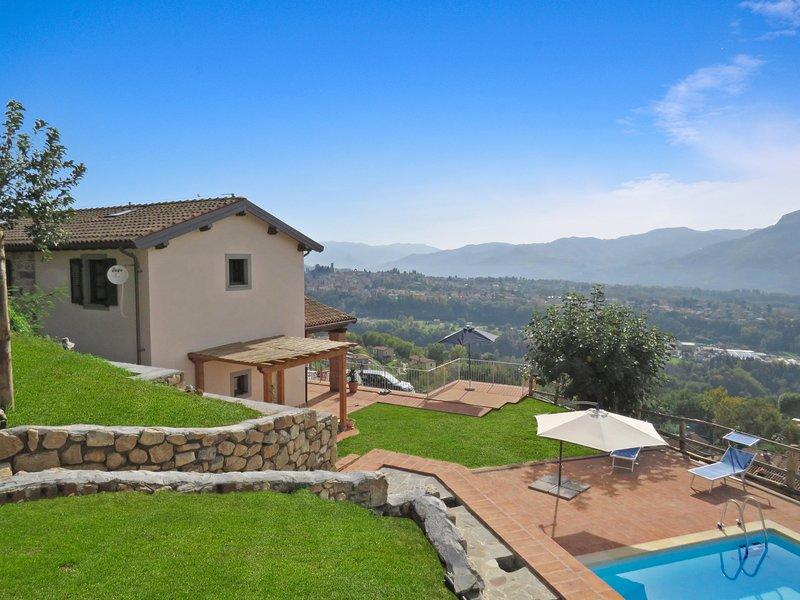 NEW!!  Albiano, Il Castello,  private solar heated pool, walk restaurant, Barga, casa vacanza a Barga