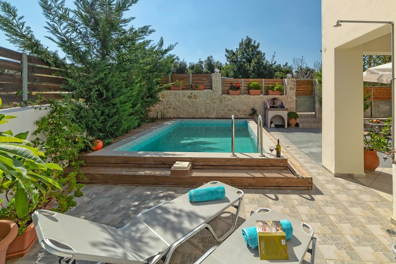 Villa Elena with Private Pool, holiday rental in Mesi