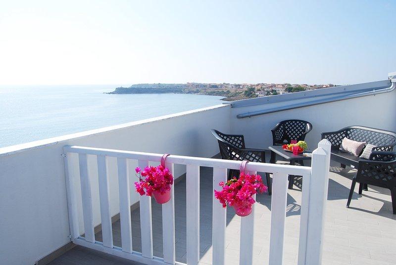 Crisvan Home Capo Rizzuto Mansarda Vista Mare, vacation rental in Le Cannella