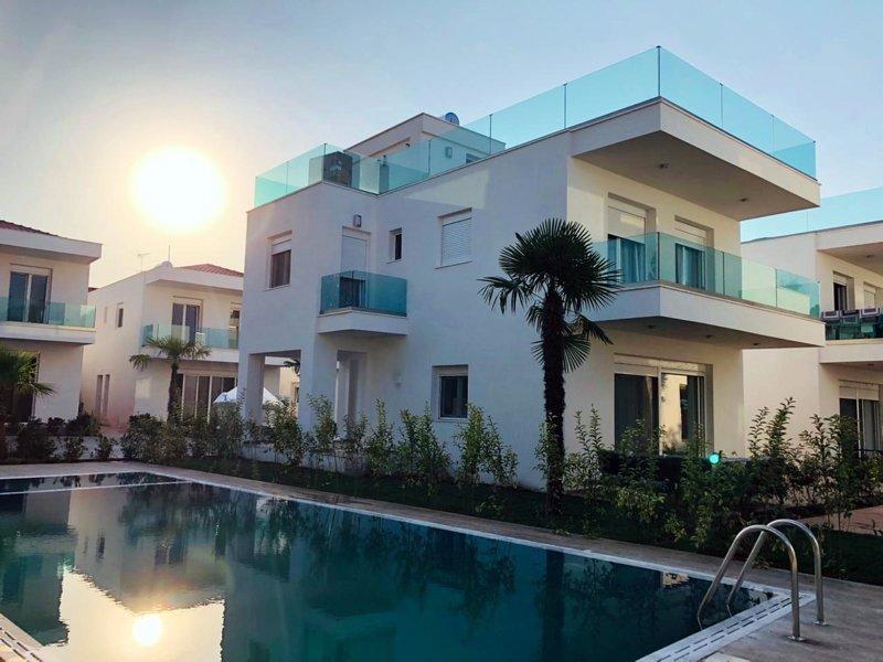 Friends & Family Luxury Villa, holiday rental in Salonikiou