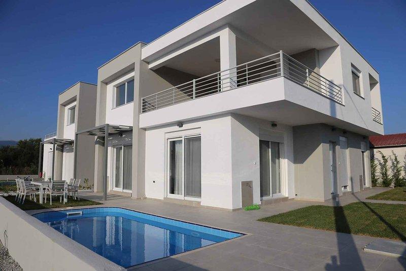 Thalassa Gardens Villas, holiday rental in Paralia Ofriniou