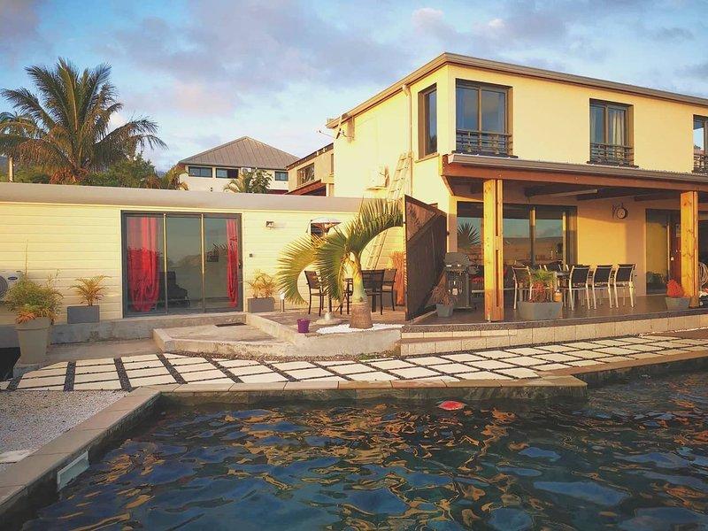 Beautiful apt with pool access, location de vacances à Saint-Joseph