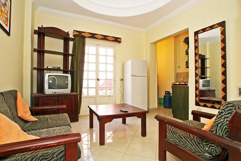 Hurghada, One bedroom apartment 280m of the public beach, El Dahar, vacation rental in Hurghada