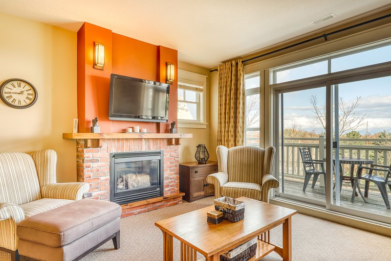 Bright and beautifully decorated mountain condo w/shared pool & hot tub!, holiday rental in Heathcote