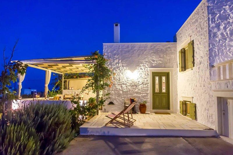 Villa Mantaki  · Heavenly Villa with Sea & Island Views, aluguéis de temporada em Santa Maria