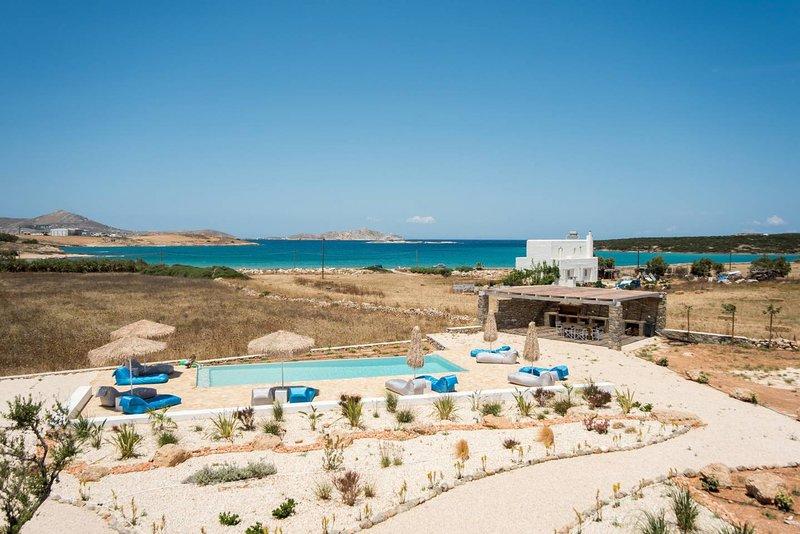 White Sands Love  · Funky holiday home with pool, next to the beach, aluguéis de temporada em Santa Maria