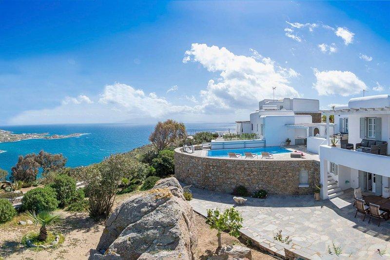 Gorgeous villa superb views of Nammos,Psarou beach, holiday rental in Psarou