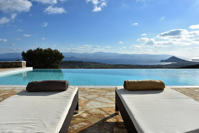 Villa Oliviers · Deluxe Villa - Infinity Pool & Helipad, vacation rental in Lefkes
