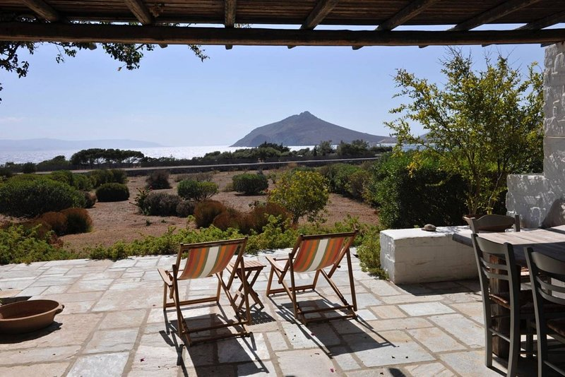 Villa FantaSea - elegant, laid-back and by the sea, holiday rental in Ampelas