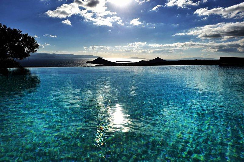 Villa Acqua · Gorgeous pool villa, stunning sea views, helipad!, vacation rental in Lefkes