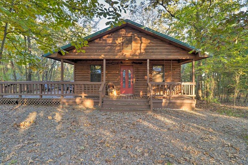 'Starstruck' Cabin w/ Spa 4 Mi to Broken Bow Lake!, vacation rental in Hochatown