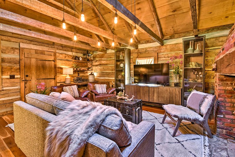 Charming Cabin on 2+ Acres - 10 Mi to Asheville!, holiday rental in Weaverville