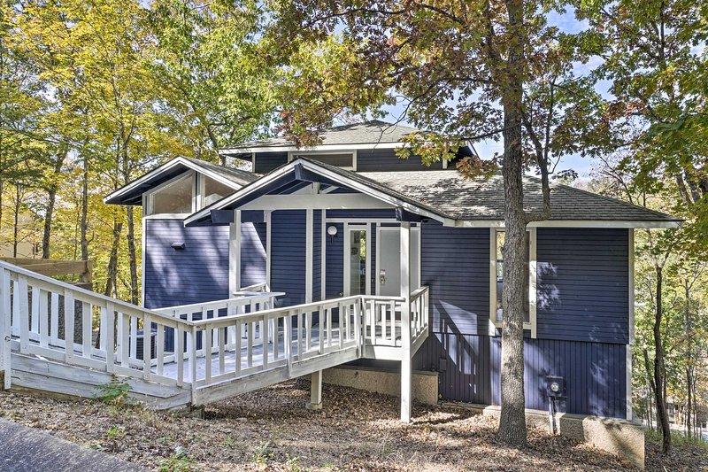 Eleve seu próximo refúgio em Osage Beach com uma estadia neste novo aluguel!
