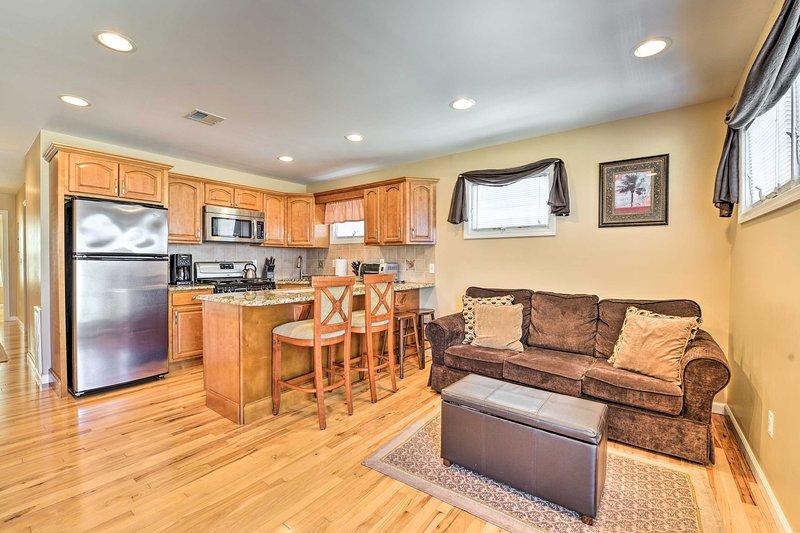 Apartment w/ Patio + Grill, 3 Blocks to Boardwalk!, aluguéis de temporada em Bayville