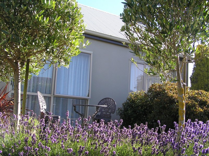 Cottage by the Tower Invercargill, holiday rental in Riverton