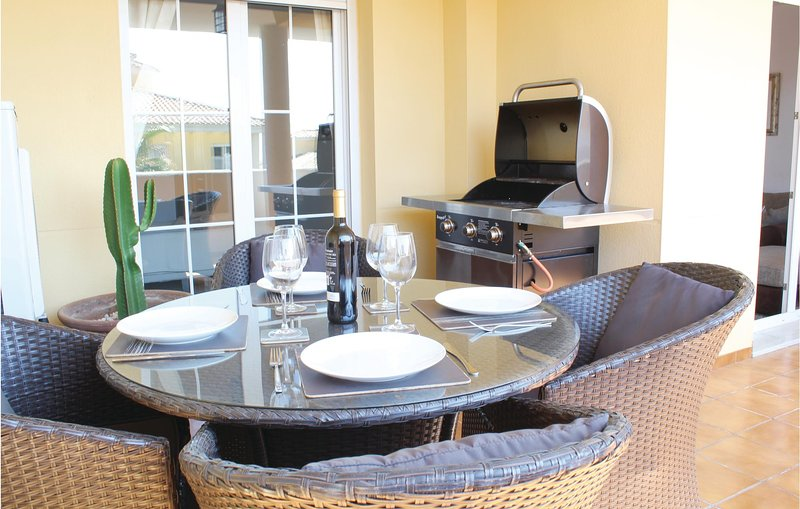 Amazing apartment in E-29604 Marbella with Outdoor swimming pool, WiFi and Outdo, alquiler vacacional en Artola