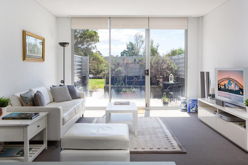 Spacious Modern Apartment In Sydney's North Shore, holiday rental in Crows Nest