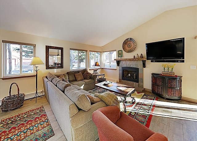 Pet-Friendly Airy Frisco Home for Adventurers - 2 Blocks to Main Street, holiday rental in Frisco