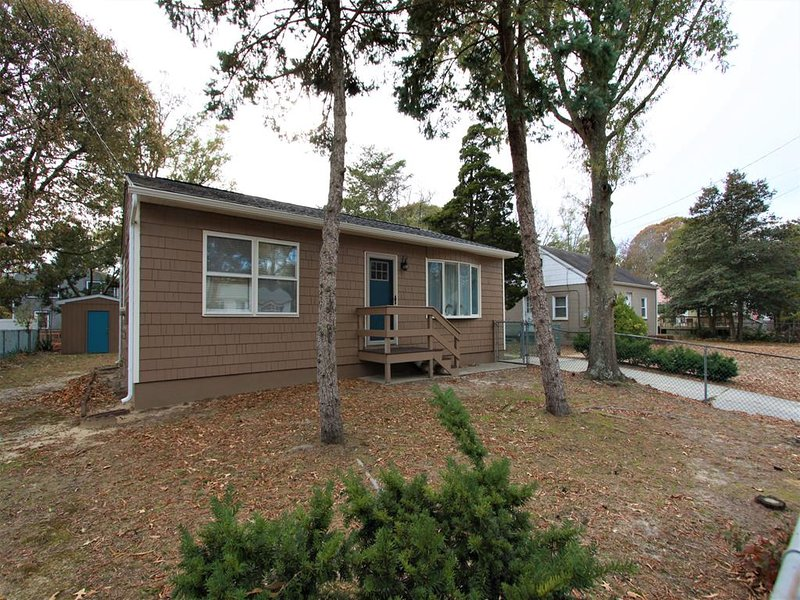 Dog Friendly Townbank Cottage 144554, vacation rental in North Cape May