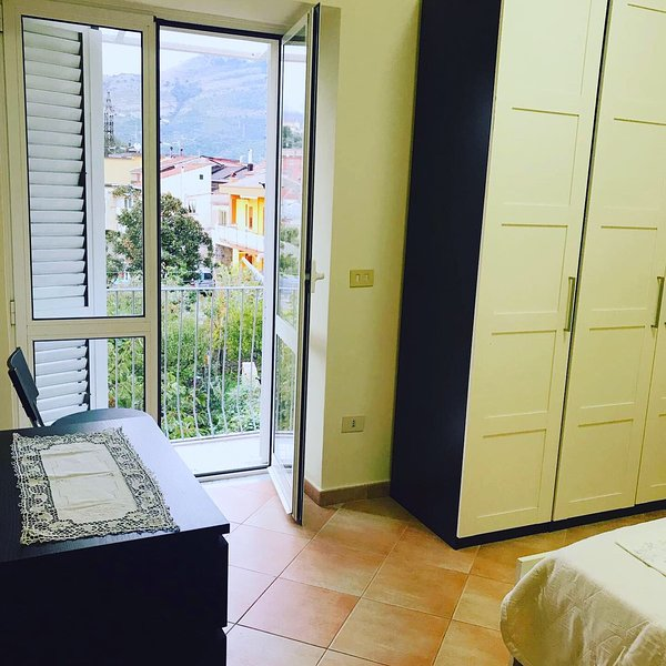 Nice apt with sea view & balcony, location de vacances à Montecorvino Rovella