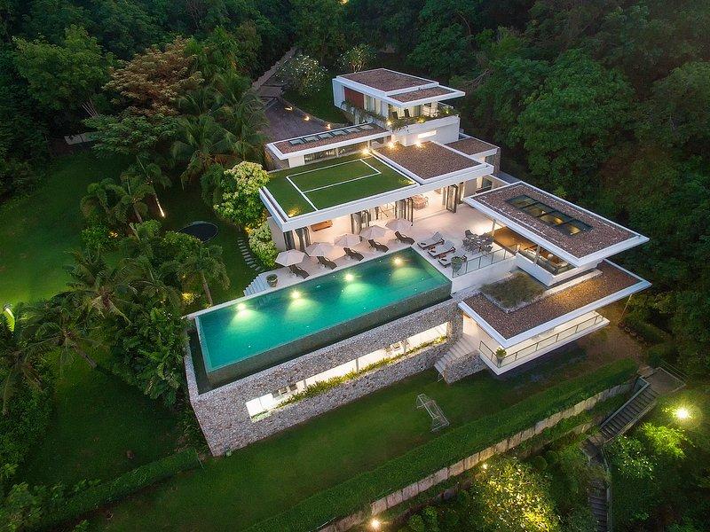 Luxury Villa Skyfall Phuket - Ocean view, casa vacanza a Cape Panwa