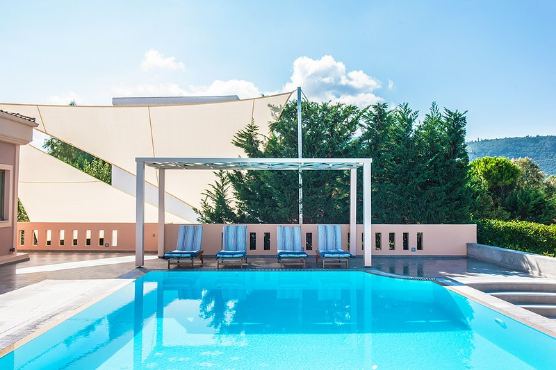 Family Villa With Private Pool Next to Agios Ioannis Beach, holiday rental in Lefkada Town