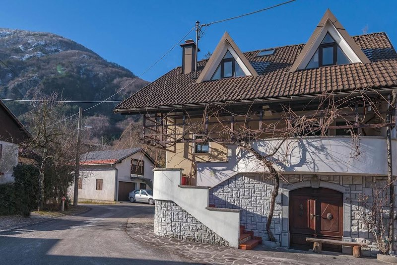 Chalet GoSlo, holiday rental in Srpenica