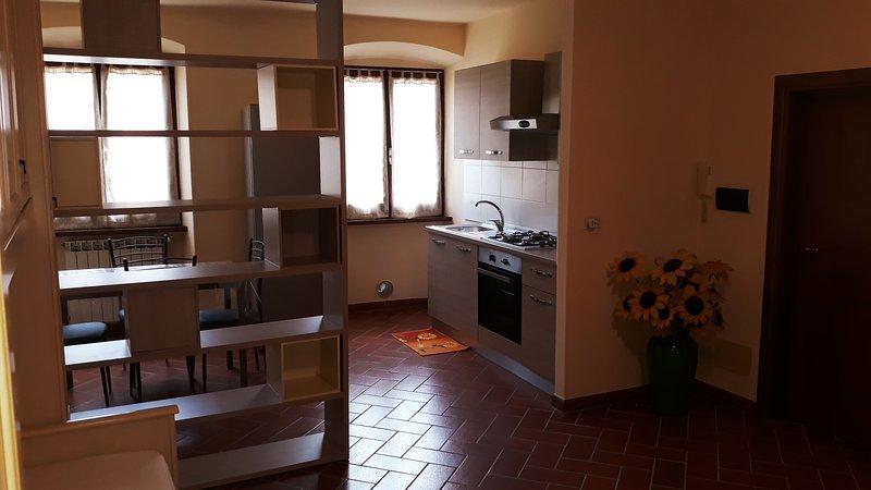 LA CASA DEL GIGLI - APPARTAMENTO GIRASOLE, casa vacanza a Monte San Savino