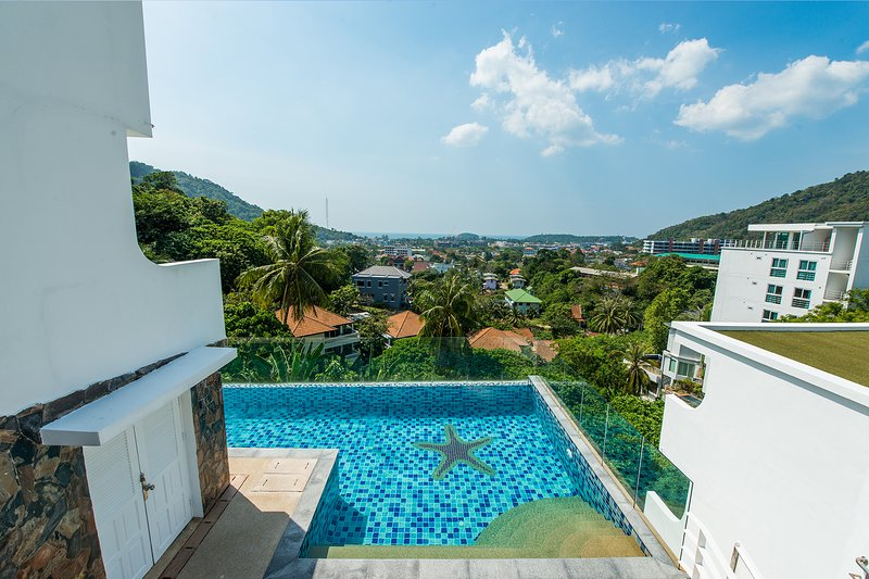 Cassia Brown Apartment, Phuket, Thailand, vacation rental in Ban Kata