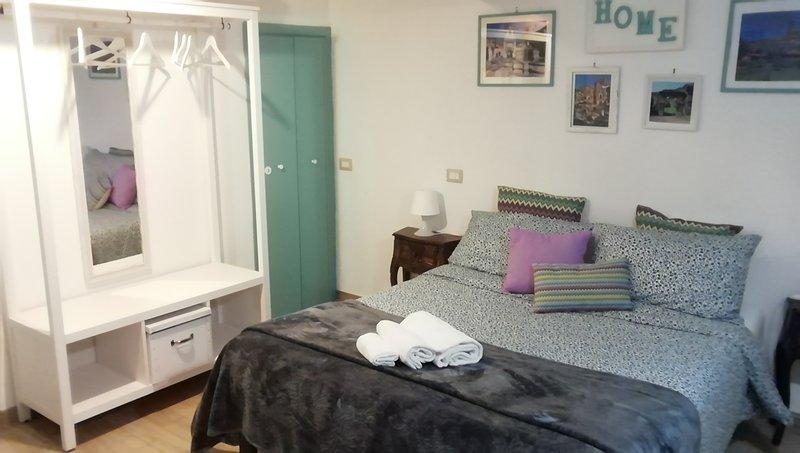 La mia casetta sutri. Delizioso appartamentino nel centro storico., vacation rental in Bassano Romano