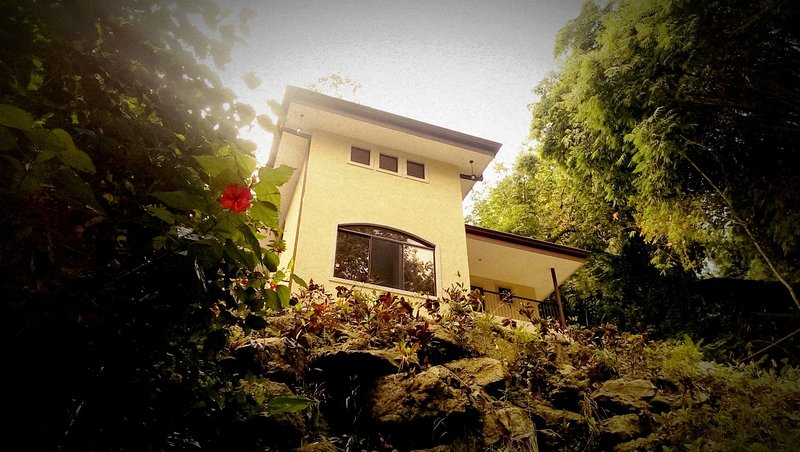 3BR Casa Heron w/ Private Pool, Wi-Fi & BBQ, location de vacances à Quepos