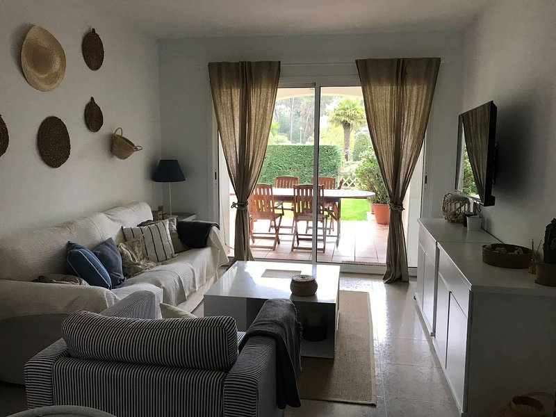 Nice apartment with shared pool, vacation rental in Playa de Pals