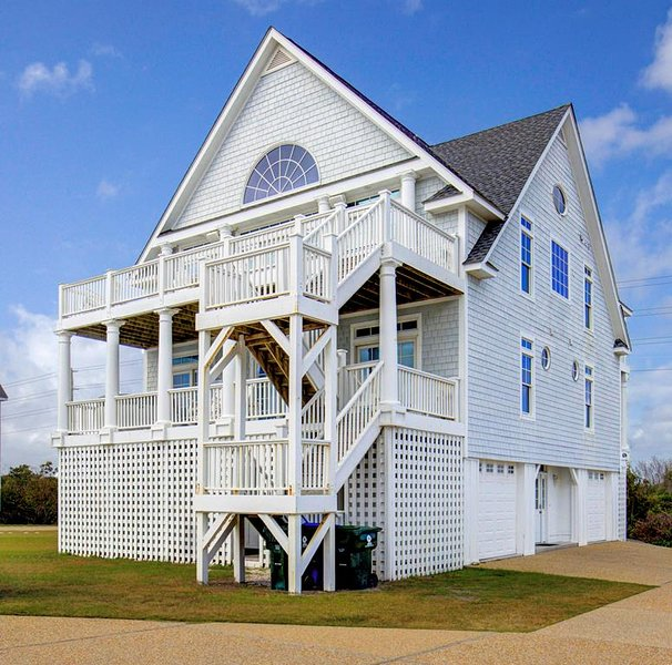 Island Drive 4294 Oceanfront-B Lot!   Internet, Community Pool, Hot Tub, Elevato, holiday rental in North Topsail Beach