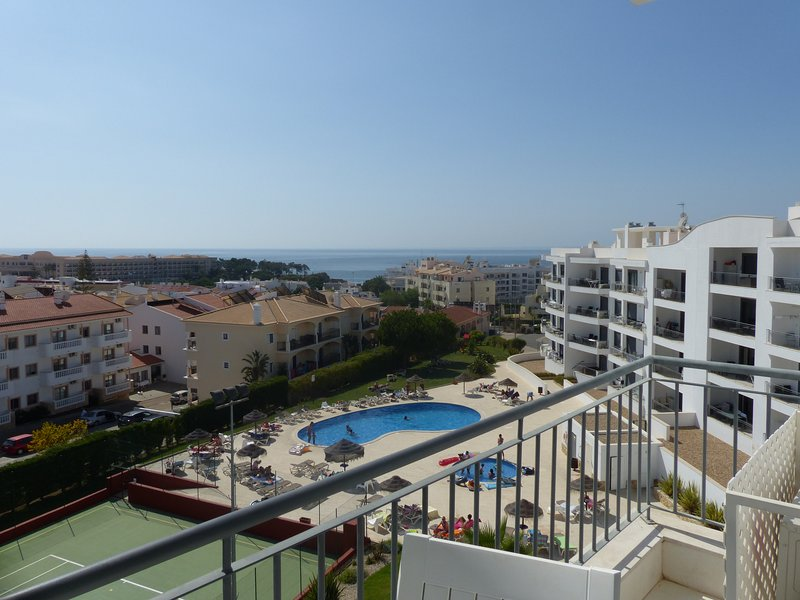 1 Bed Pool/Sea View with Wifi in Vista das Ondas, holiday rental in Olhos de Agua