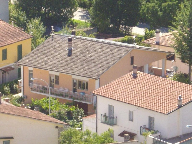 Nice apartment with mountain view, holiday rental in Fontecchio