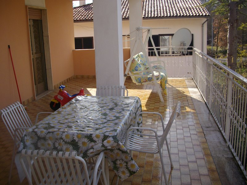 Apartment with mountain view, holiday rental in Fontecchio