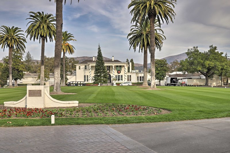 Enjoy easy access to wineries, downtown Napa, St. Helena, and golf courses!