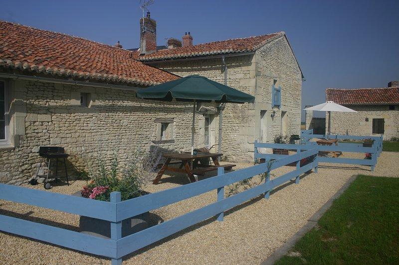 La Maison du Puits, newly converted 3 bedroom gite on the Loire/Vienne border, holiday rental in Saint-Gervais-les-Trois-Clochers