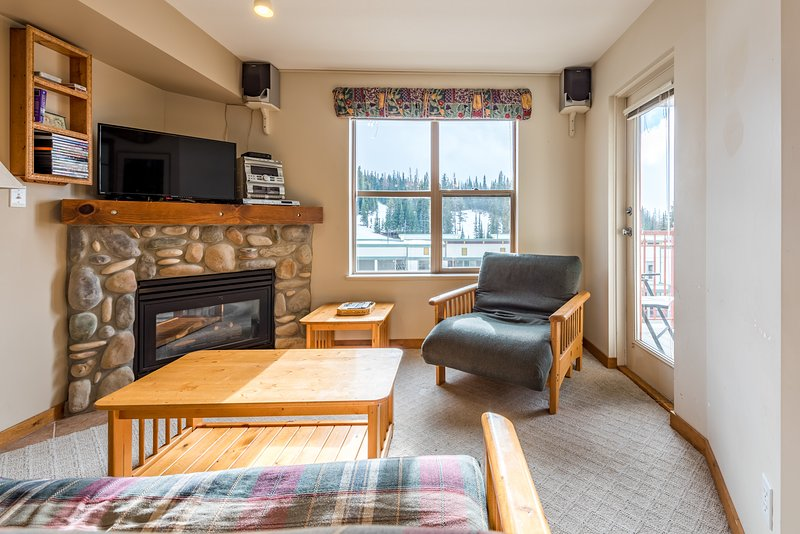 One Bedroom with Alcove Winter Green Condo with Mountain Views