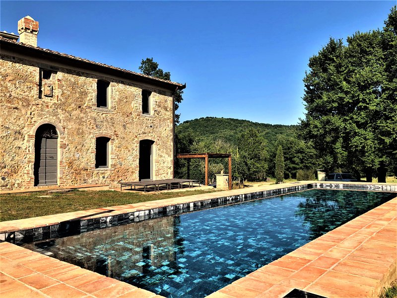Big villa with swimming-pool & Wifi, holiday rental in Monticiano