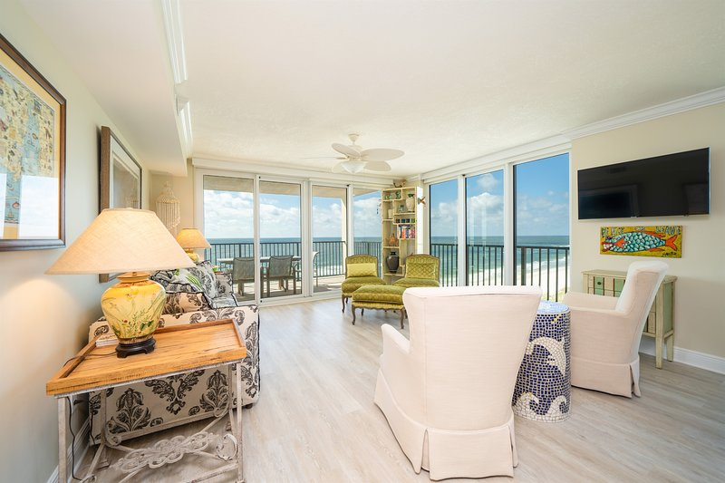Wind Drift 712SW! Luxury At It's Finest! Beachfront Classic!, location de vacances à Orange Beach