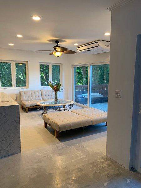Luxurious 3 bdrm 3 Bath West Bay Beachfront Villa Paz, holiday rental in West Bay