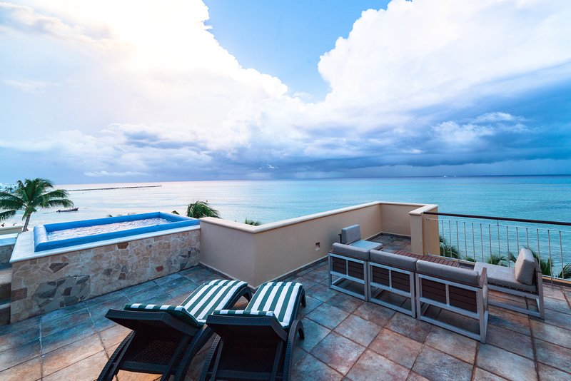 Your private can view beachfront patio with jacuzzi